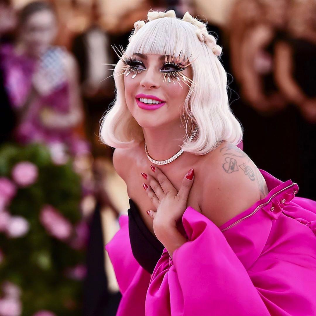 Lady Gaga en Brandon Maxwell lors du 71e Met Gala (2019).