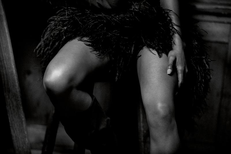 Feathers dress, SAINT LAURENT PAR ANTHONY VACCARELLO.