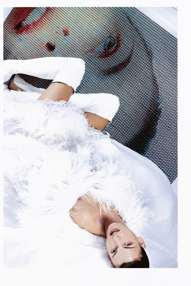 Numéro #46 Septembre 2003. Mannequin : Linda Evangelista en Atelier Versace. Make up : Emmanuel Sammartino. Hair : Odile Gilbert.