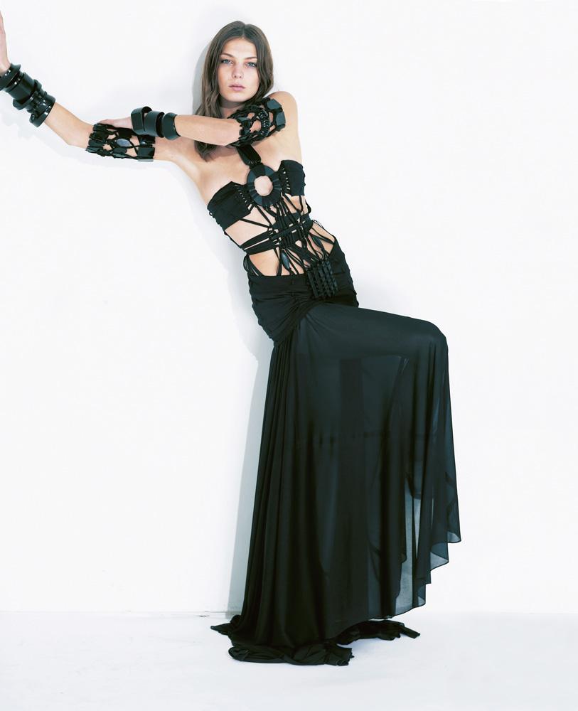 Numéro #51 Mars 2004. Mannequin : Daria Werbowy en Gaultier Paris. Make up : Emmanuel Sammartino. Hair : Odile Gilbert.
