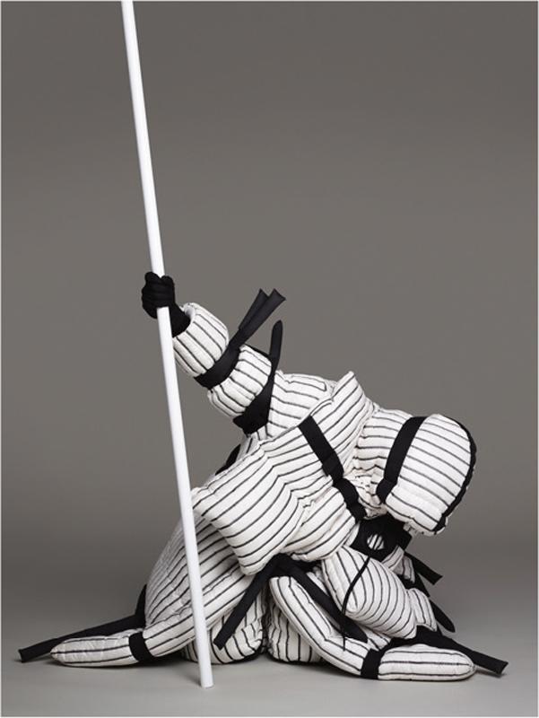 Veste et pantalon en Nylon, et sneakers, 5 Moncler Craig Green. Gants vintage.