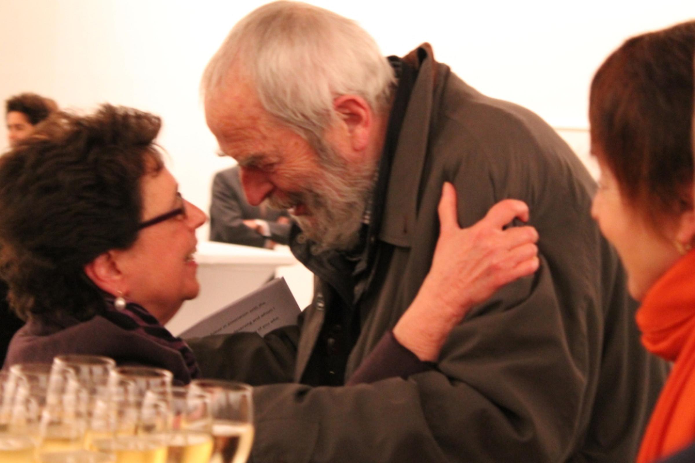 """Marian Goodman et Niele Toroni, pour l'exposition """"Empreintes de pinceau N°50 à intervalles réguliers de 30cm"""", galerie Marian Goodman à Paris, 2020"""