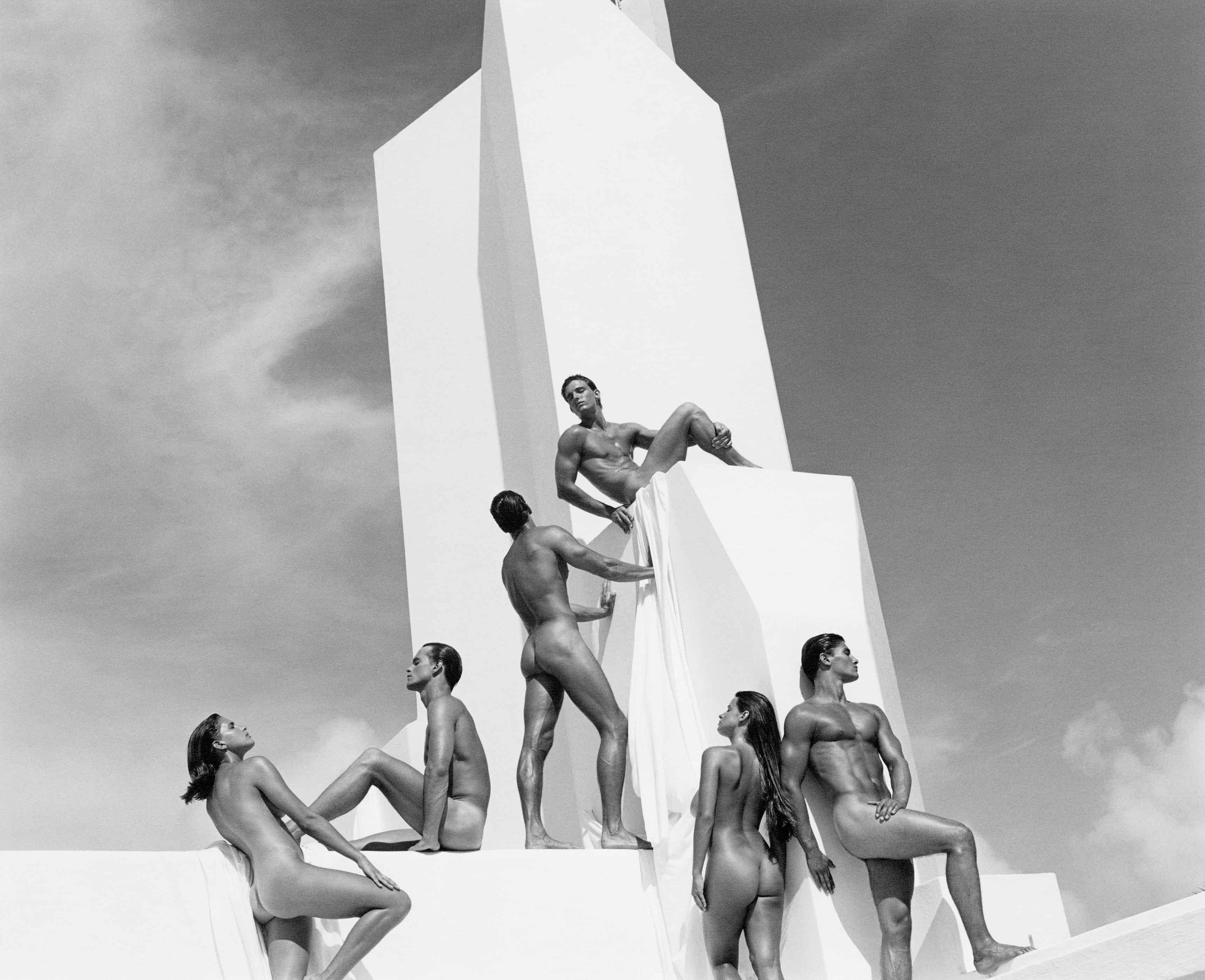 La campagne publicitaire pour le parfum Obsession, avec ses mannequins aux corps athlétiques posant dans un décor aux allures constructivistes.