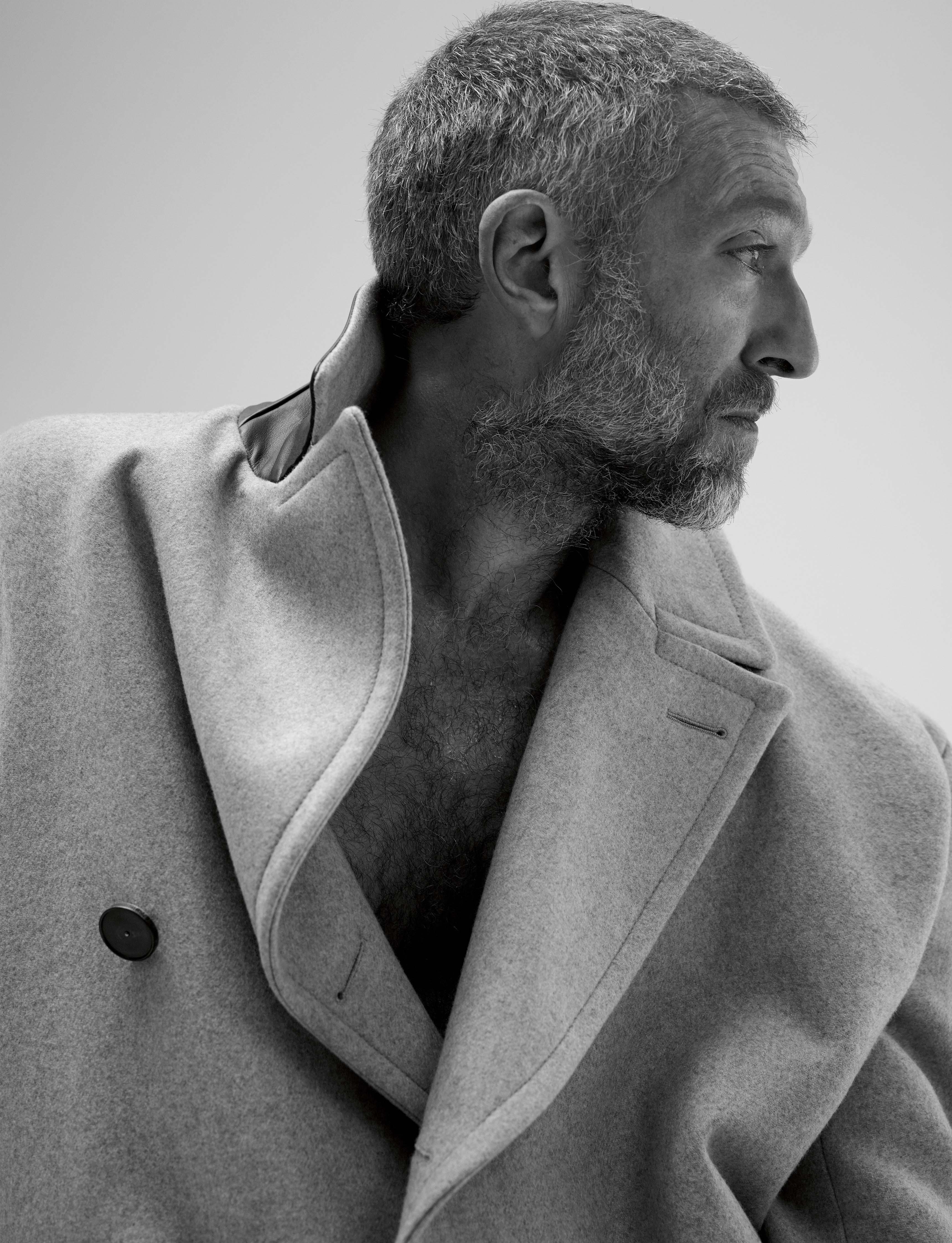 Manteau à boutonnage asymétrique en cachemire technique double face à détails cuir, HERMÈS.