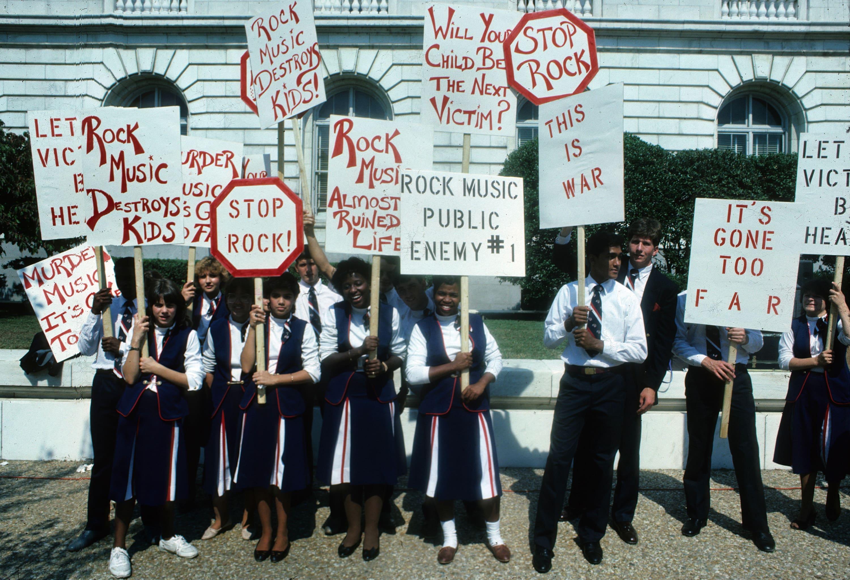 "Manifestants du PMRC en 1985. Mark ""Weissguy"" Weiss."