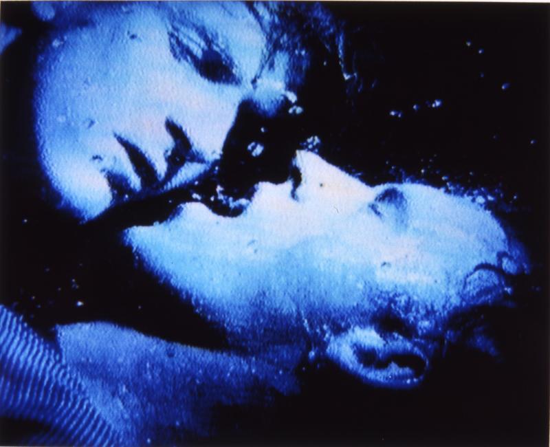 "Capture du film de Marion Scemama, ""When I put my hands on your body"" (1989-1991)."