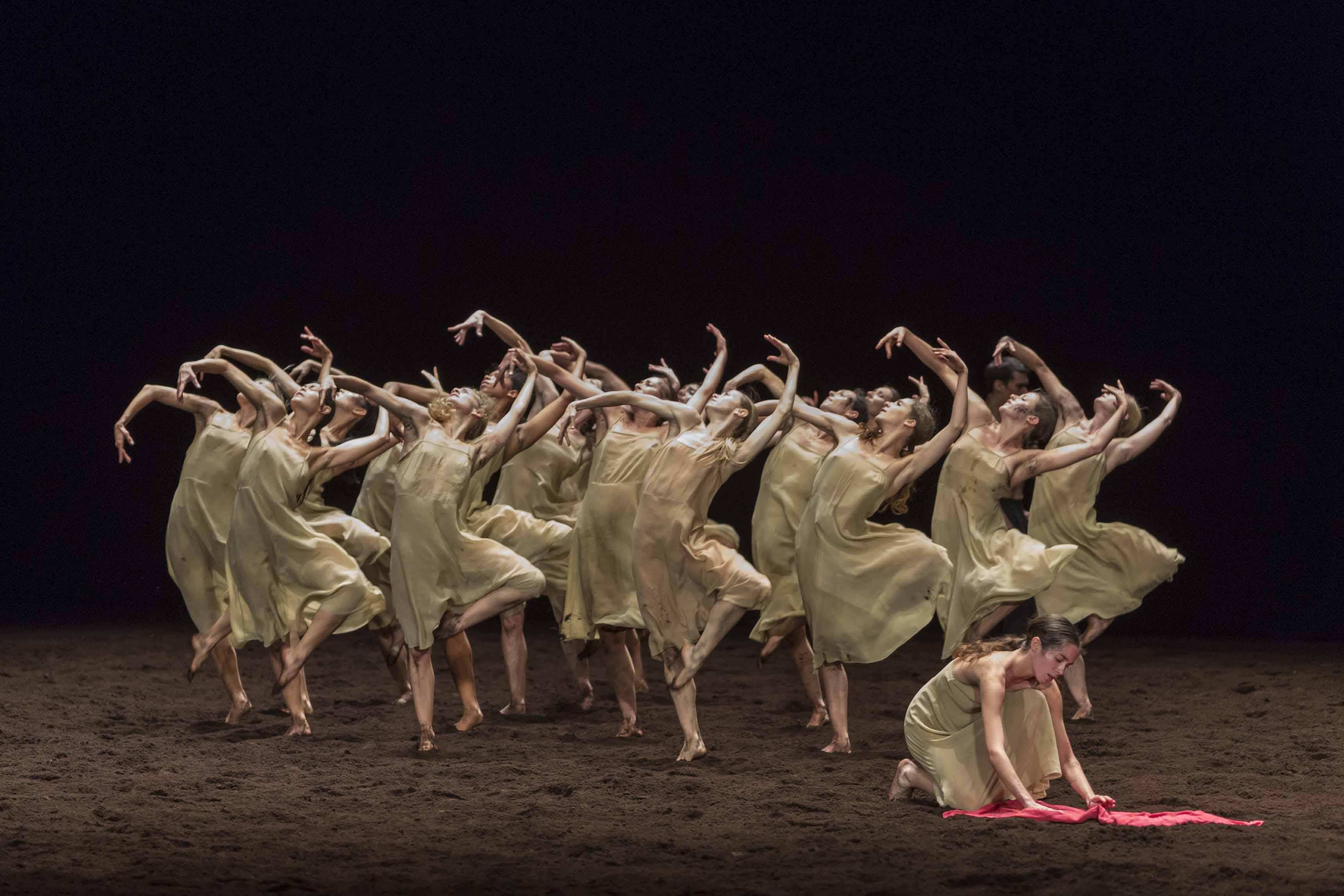 """""""Le Sacre du Printemps"""", Pina Bausch, Opéra de Paris"""