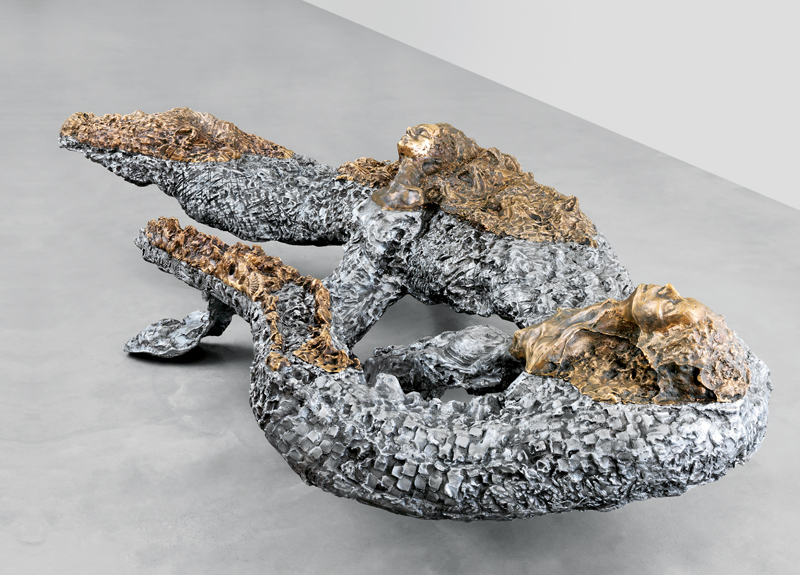 """""""Nose"""" (2018) de Jean-Marie Appriou. Aluminium et bronze, 100 x 450 x 230 cm."""