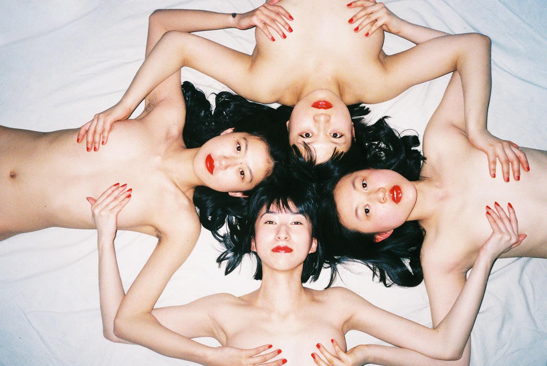 2014_05 (2014).Impression jet d'encre. Ren Hang, courtesy of Galerie Paris-Beijing.