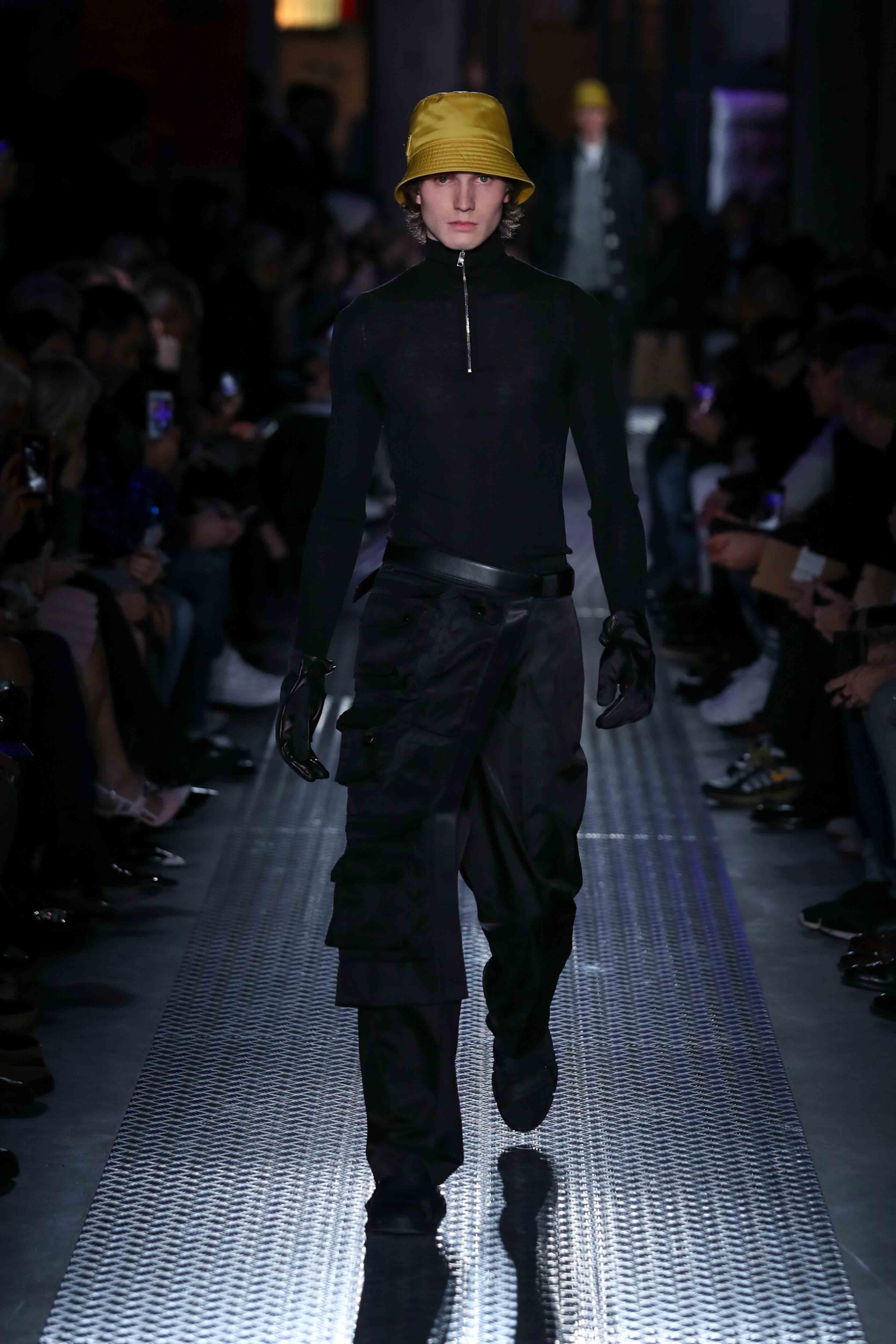 La veste à poches multiples portée à la taille de Konstantin Grcic pour Prada
