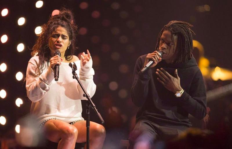 Jessie Reyez, nominée pour le Prix Polaris 2020, et Daniel Caesar en concert aux Juno Awards de 2018.