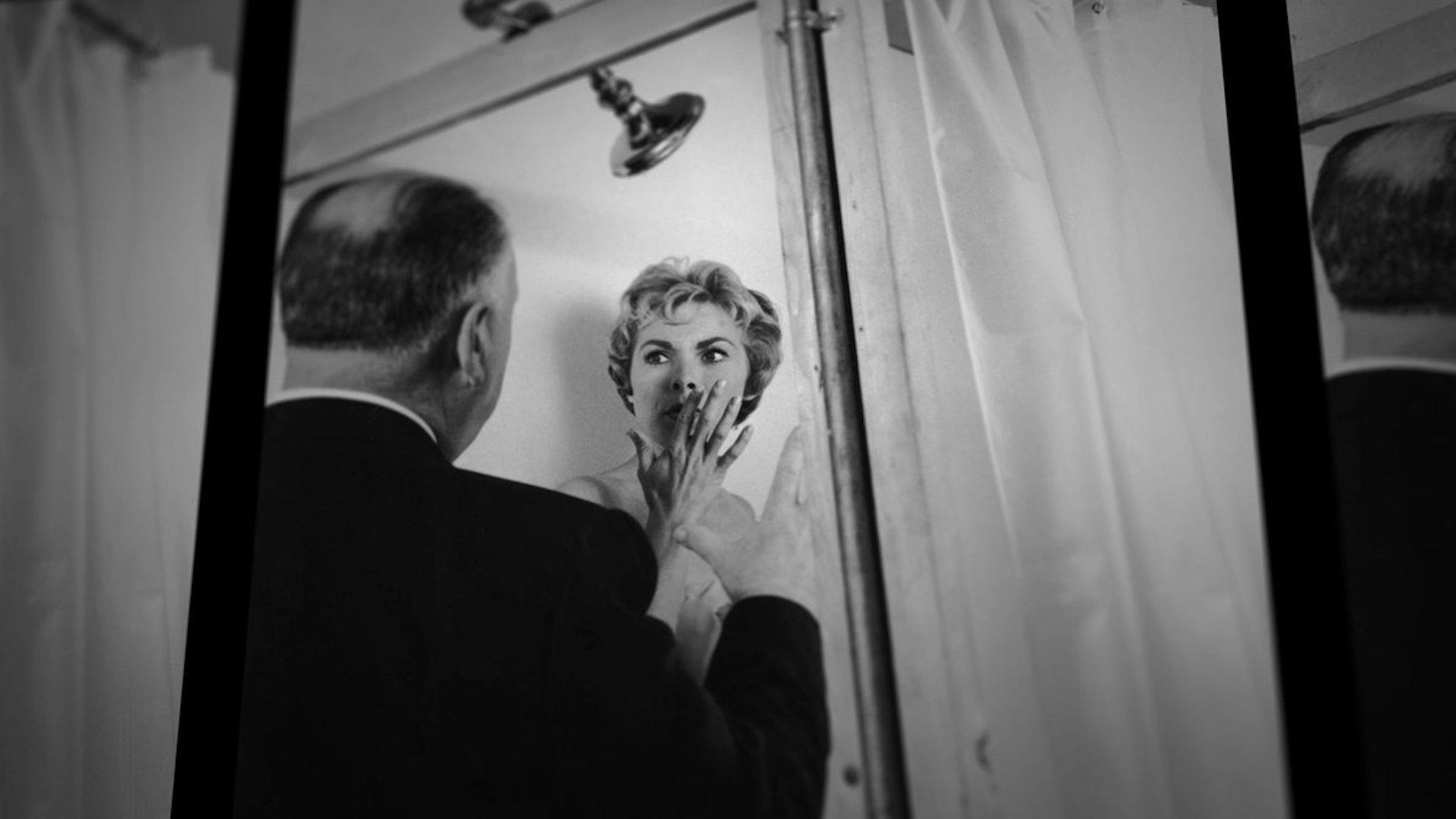 """Alfred Hitchcock et Janet Leigh sur le tournage de """"Psychose"""""""