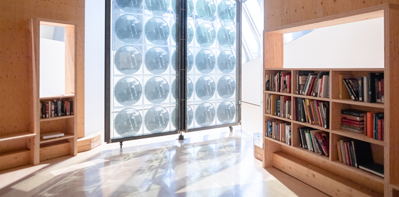 Vue d'installation, Oscar Tuazon: Water School, Eli and Edythe Broad Art Museum at Michigan State University, 2019. Photo: Eat Pomegranate Photography.