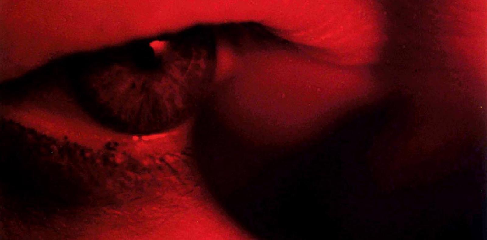 """Charlotte"" (2004) de Steve McQueen. Capture de film. Steve McQueen. Courtesy of the artist, Thomas Dane Gallery and Marian Goodman Gallery."