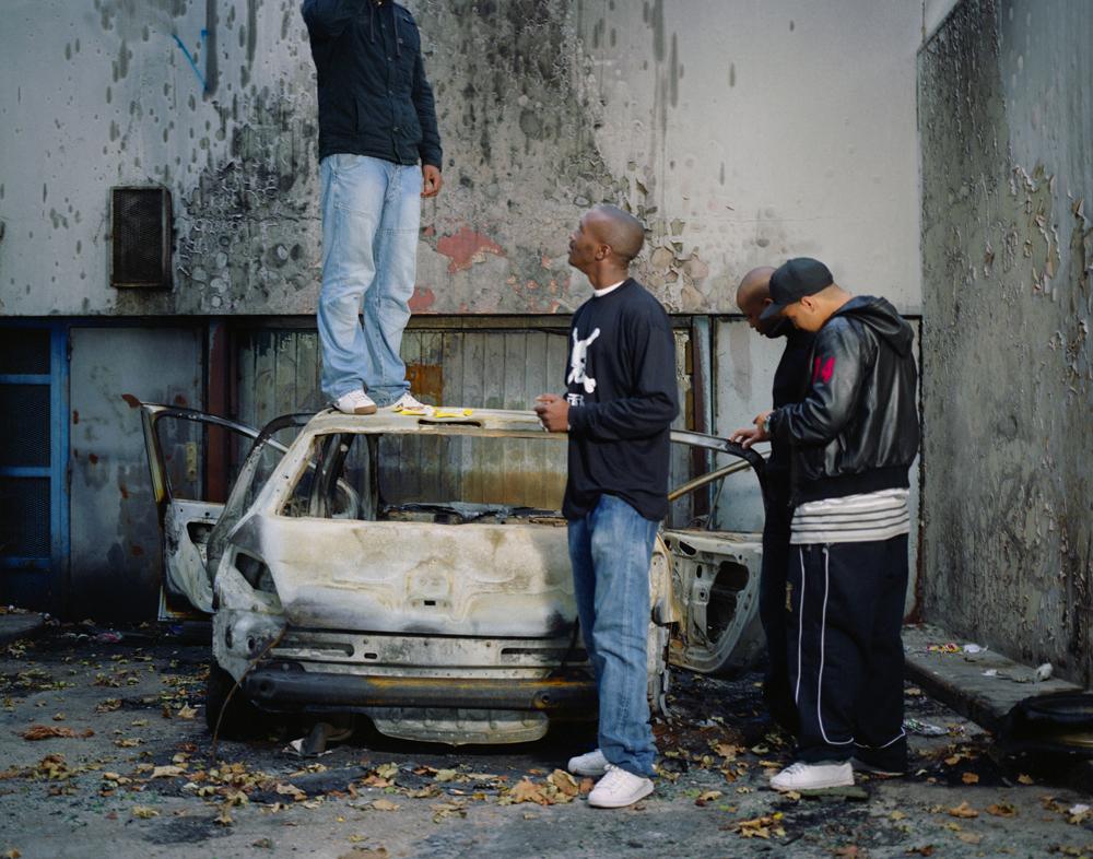 """Mohamed Bourouissa, """"L'impasse"""", série """"Périphériques"""", 2007. Courtesy of the artist and Kamel Menour, Paris/Londres. ADAGP (Paris) 2019."""