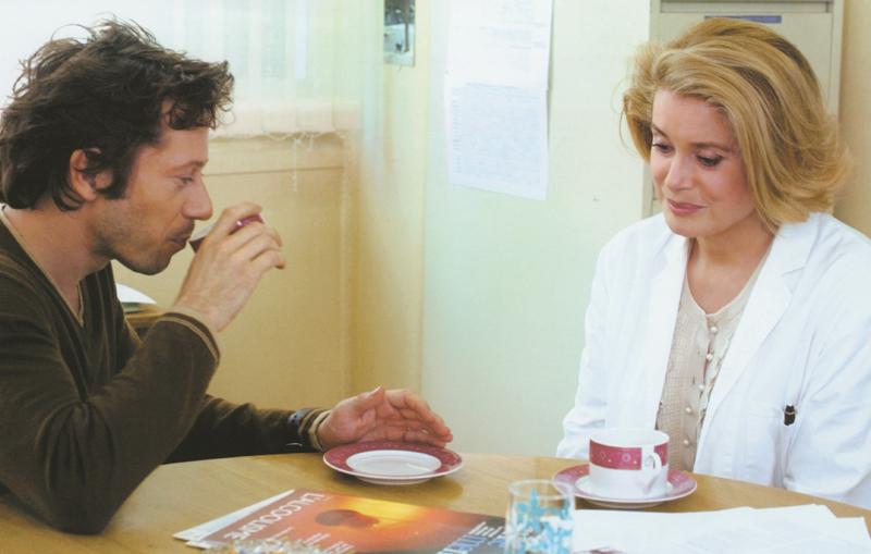"""Mathieu Amalric et Catherine Deneuve dans """"Rois et Reine""""."""