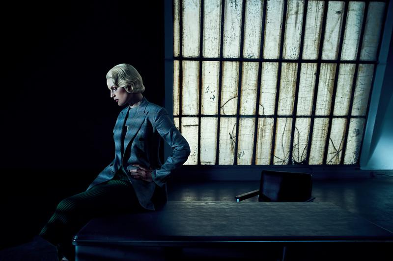 Veste et plastron en laine prince-de-galles et jupe en maille, CALVIN KLEIN.