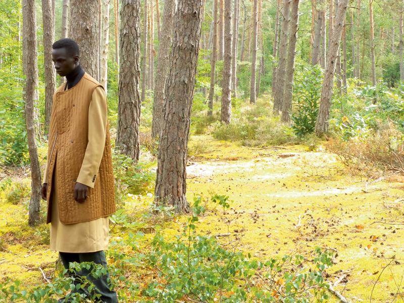 Doublure en coton matelassé, manteau croisé en cachemire, col roulé et pantalon en laine, Salvatore Ferragamo.