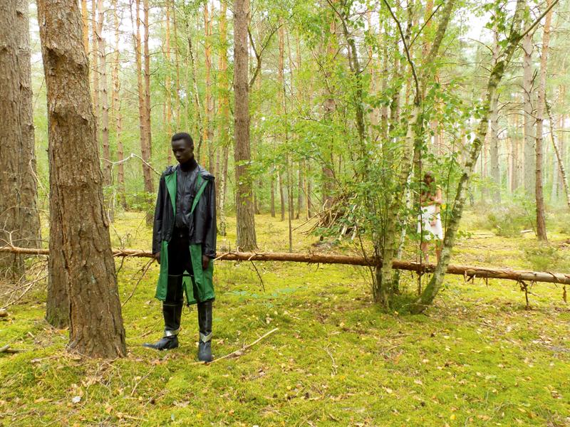 Manteau et blouson en Nylon et cuir, col roulé et pantalon en laine, Berluti. Bottes, Calvin Klein 205W39NYC.
