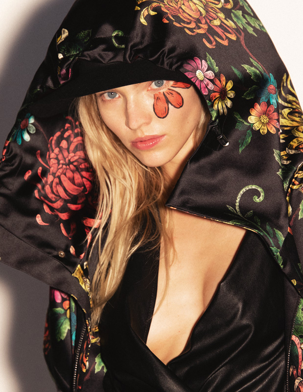 Manteau imprimé à capuche, DSQUARED2. Chapeau, MAISON MICHEL.