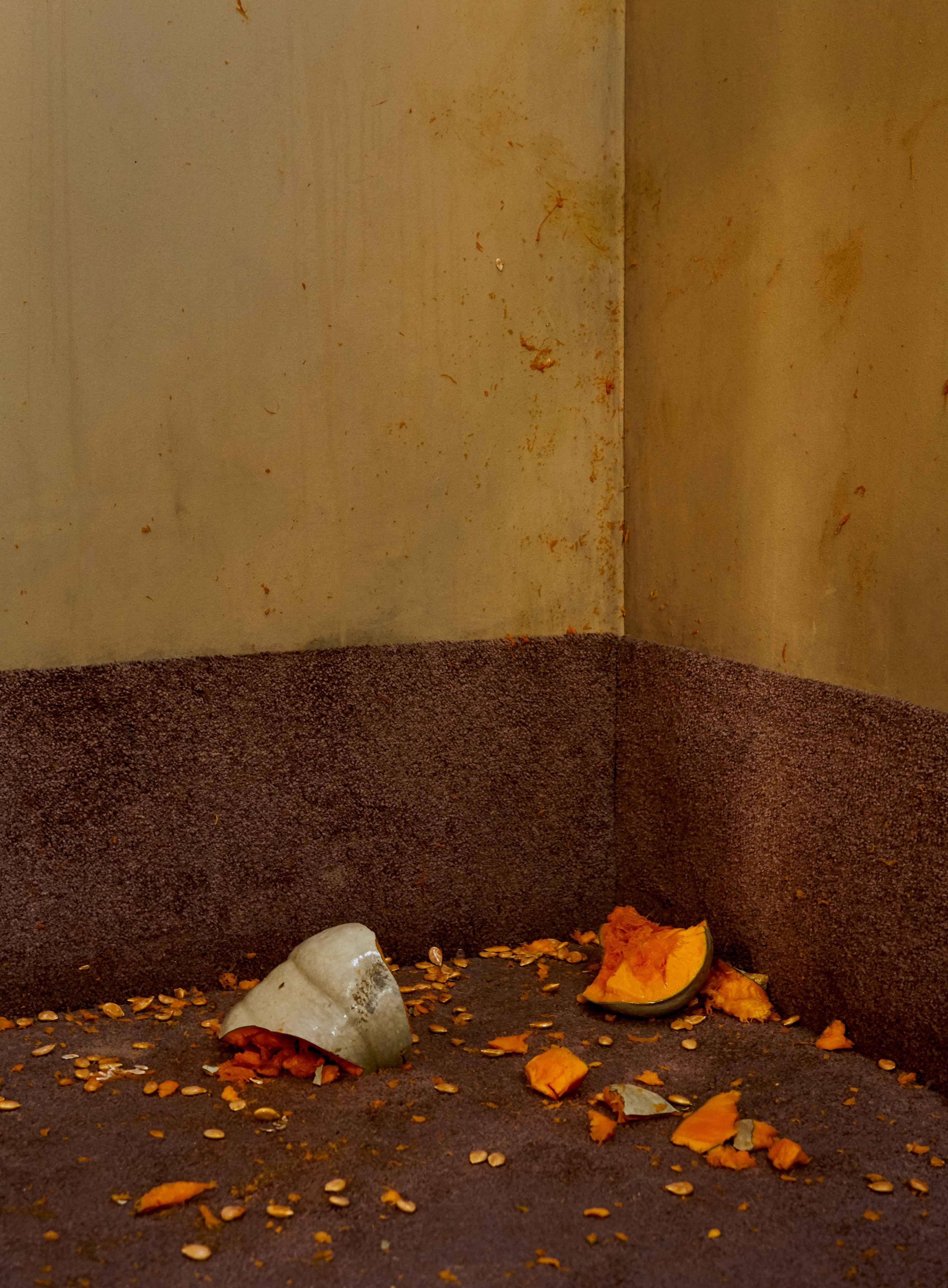 Assistant réalisation : Emil Kosuge. Mannequin : Ina Jensen chez Women Management. Coiffure : Martin Cullen chez Streeters. Maquillage : Alex Box chez ITB. Manucure : Robbie Tomkins chez Premier Hair and Make-up. Décor : Thomas Bird. Numérique : Glen Travis. Production : Kathy Mohadjer chez Quadriga.