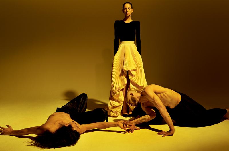 Body à manches longues en velours noir et jupe plissée en plissé Lesage, ALEXANDRE VAUTHIER HAUTE COUTURE.