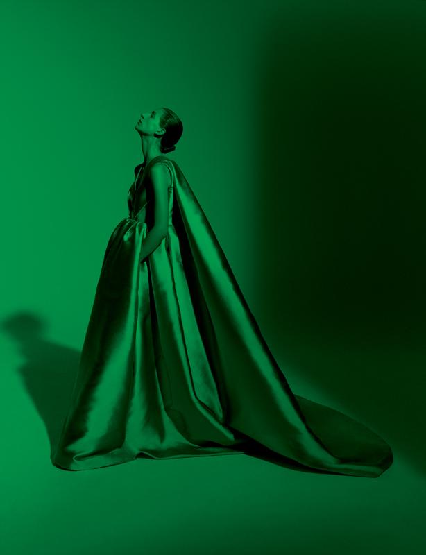 "Robe-cape ""Vanitas"" entrecroisée de mikado de soie vert émeraude, VALENTINO HAUTE COUTURE."
