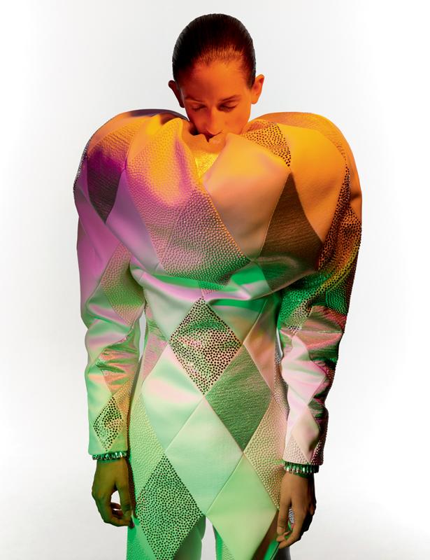 Manteau et pantalon à motifs carreaux, ornés de cristaux et de perles Swarovski, VIKTOR & ROLF HAUTE COUTURE – THE IMMACULATE COLLECTION.