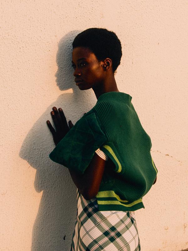 Gilet sans manches en coton et Nylon, et robe en mousseline de soie imprimée tartan, SPORTMAX.