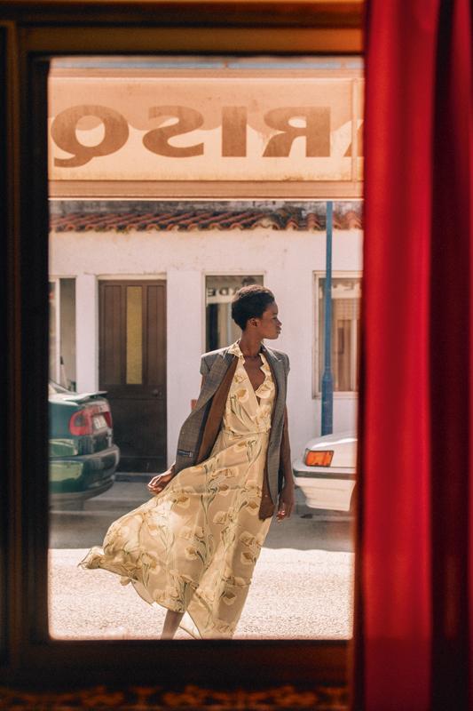 Veste d'homme en laine prince-de-galles et robe en soie imprimée, ERIKA CAVALLINI.