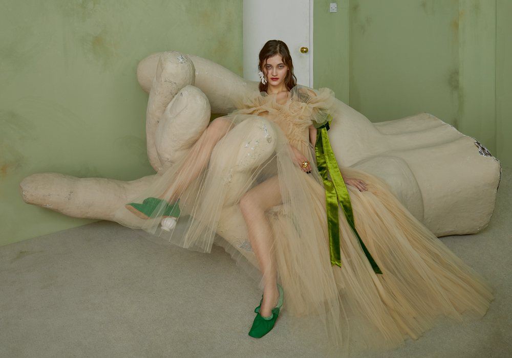 Long tulle dress with velvet bow, VALENTINO. Earring and shoes, MULBERRY. Ring, SONIA RYKIEL.