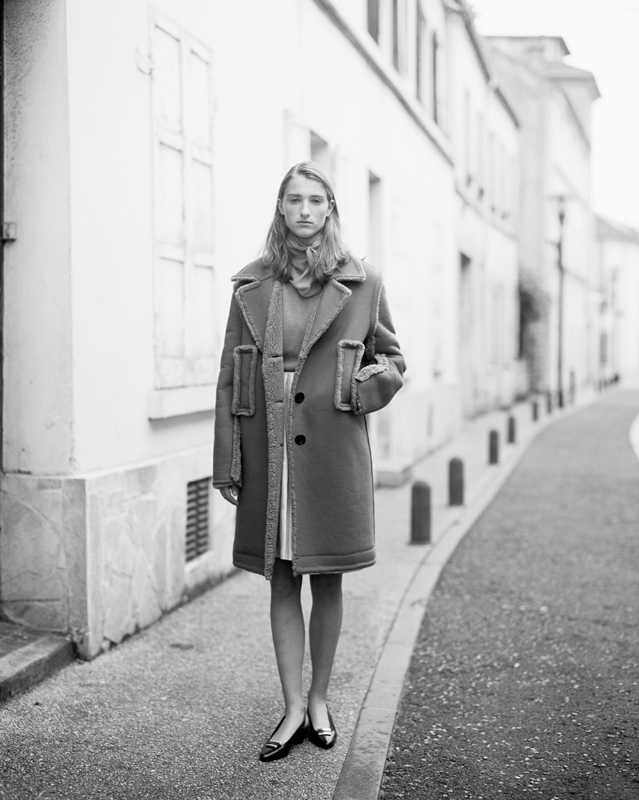 Wool and cashmere coat, wool pull and silk skirt, LOUIS VUITTON. Shoes, LACOSTE.