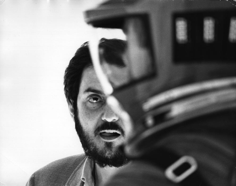 """Stanley Kubrick sur le plateau de """"2001: L'Odyssée de l'espace"""" (1968). © Warner Bros. Entertainment Inc."""