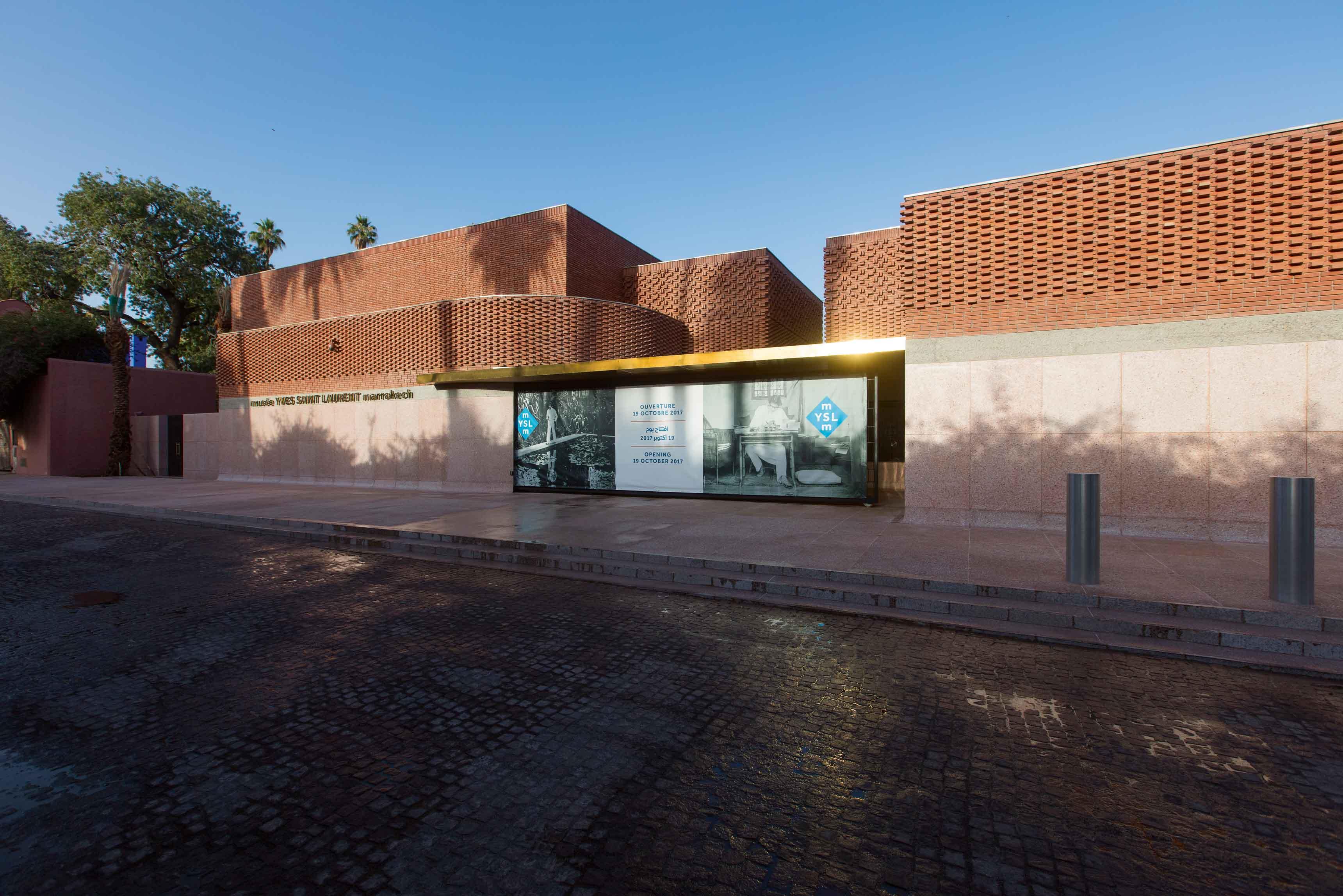 a couture castle for yves saint laurent in marrakech. Black Bedroom Furniture Sets. Home Design Ideas