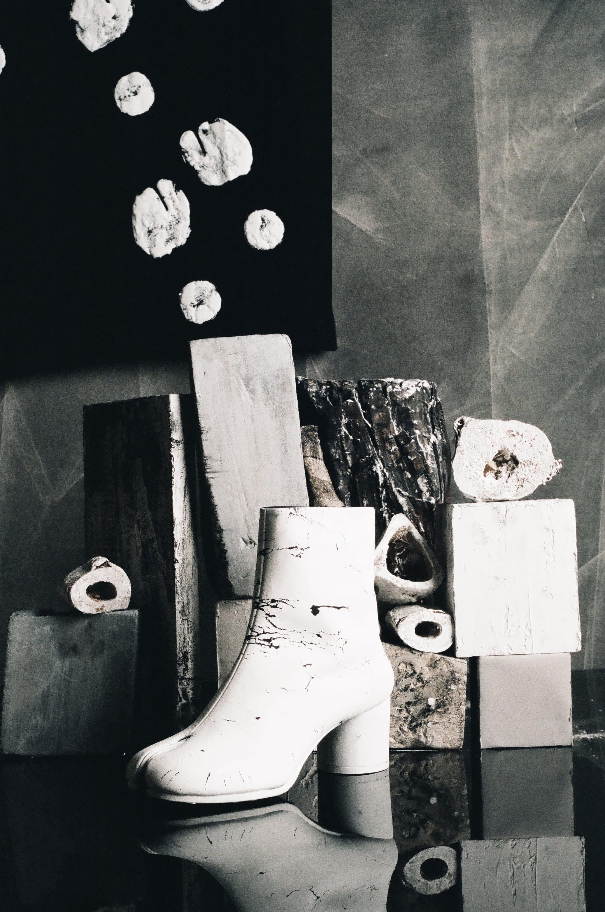 """Image issue de la campagne de la collection capsule """"Tabi"""" par Maison Margiela. Photo Rebecca Storm"""