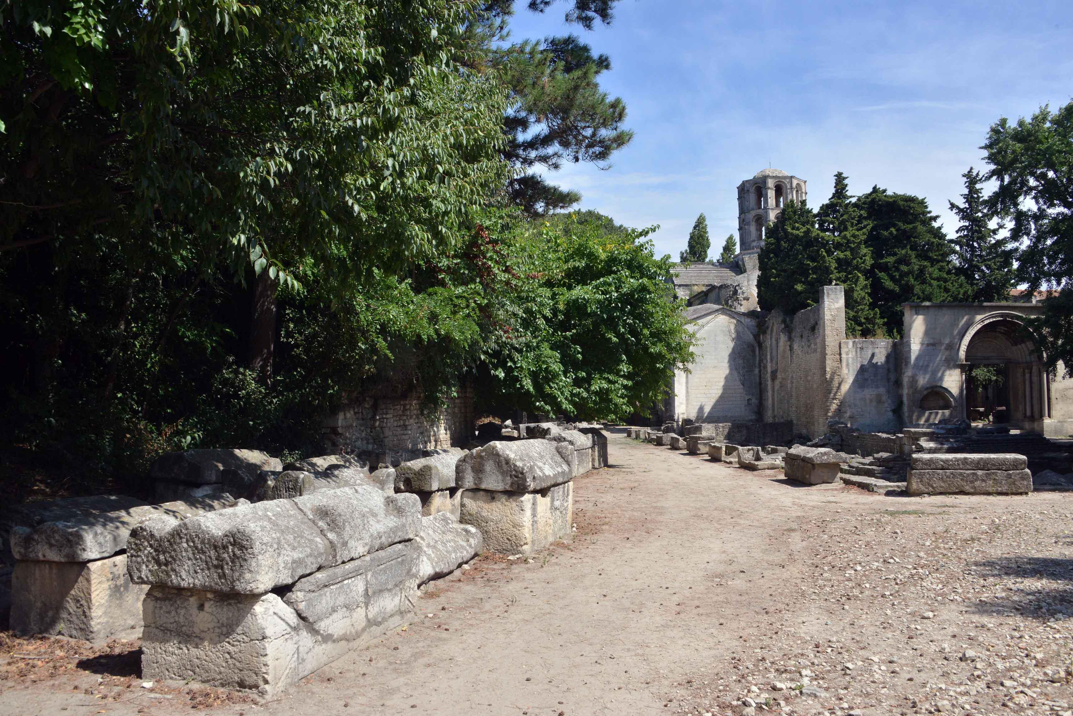 La nécropole romaine des Alyscamps à Arles