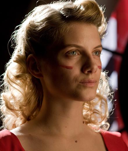 """Mélanie Laurent incarne Shosanna Dreyfus dans le film """"Inglorious Basterds"""" (2009) de Quentin Tarantino."""
