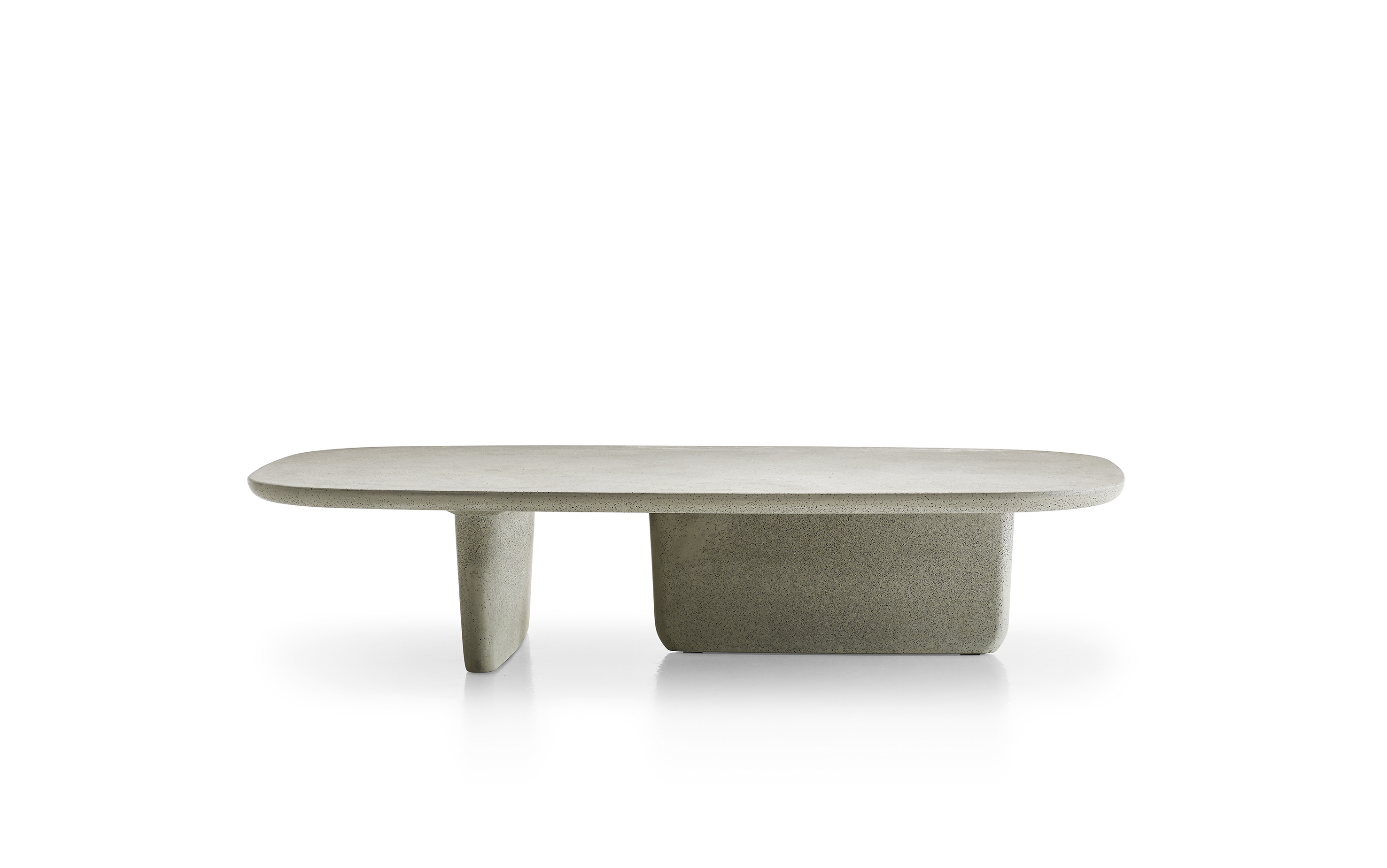 "B&B italia design 2018, ""topi-ishi"", table basse en ciment grise ou anthracite."