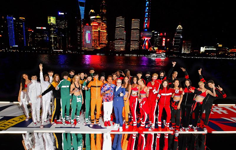Le défilé Tommy Hilfiger automne-hiver 2018-2019 présenté à Shanghai avec Lewis Hamilton.