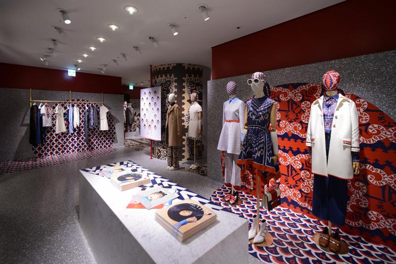 """Concept store éphémère Valentino dans le centre commercial de luxe """"Ginza Six""""."""