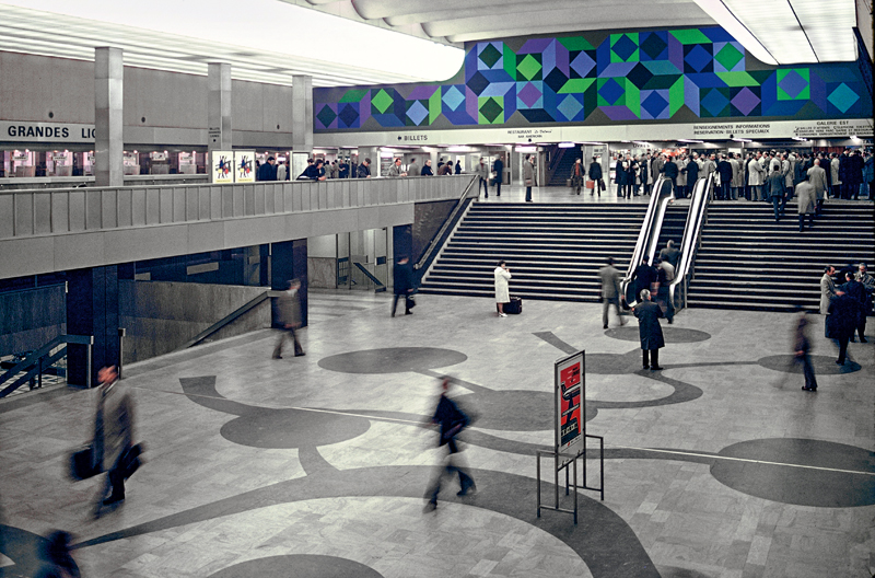 Une des deux fresques murales dans le grand hall de départ de la gare Montparnasse, Paris SNCF-Médiathèque - droits réservés © ADAGP, Paris, 2018