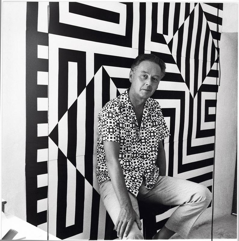 Portrait de Victor Vasarely en 1960. Photo : Willy Maywald © Association Willy Maywald / ADAGP, Paris 2019