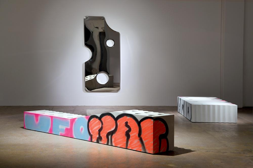 """Vue de l' exposition """"Efflorescence"""" de Virgil Abloh à la Galerie Kreo, à Paris, en mars 2020."""