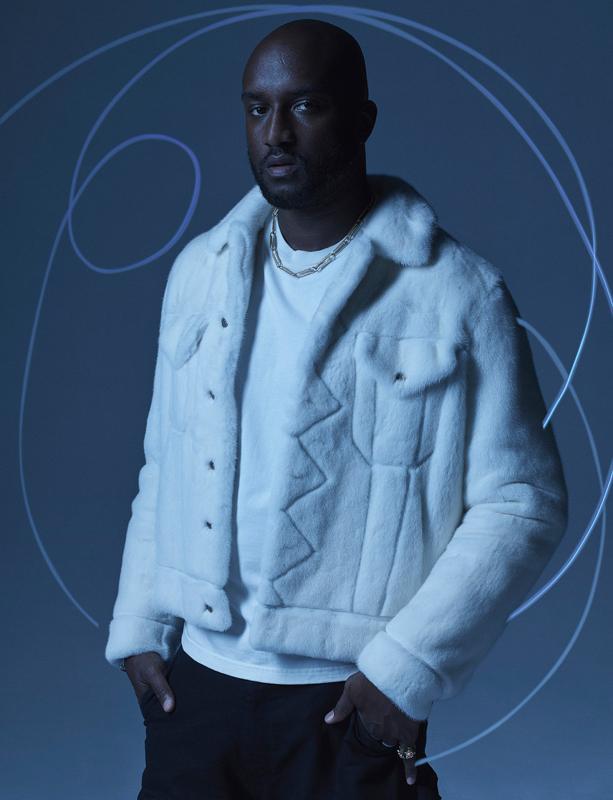 """Veste en vison et tee-shirt à manches longues en coton, Louis Vuitton. Pantalon en toile de coton, Carhartt WIP. Bague """"Diorette"""", Dior Joaillerie. Bijoux personnels."""