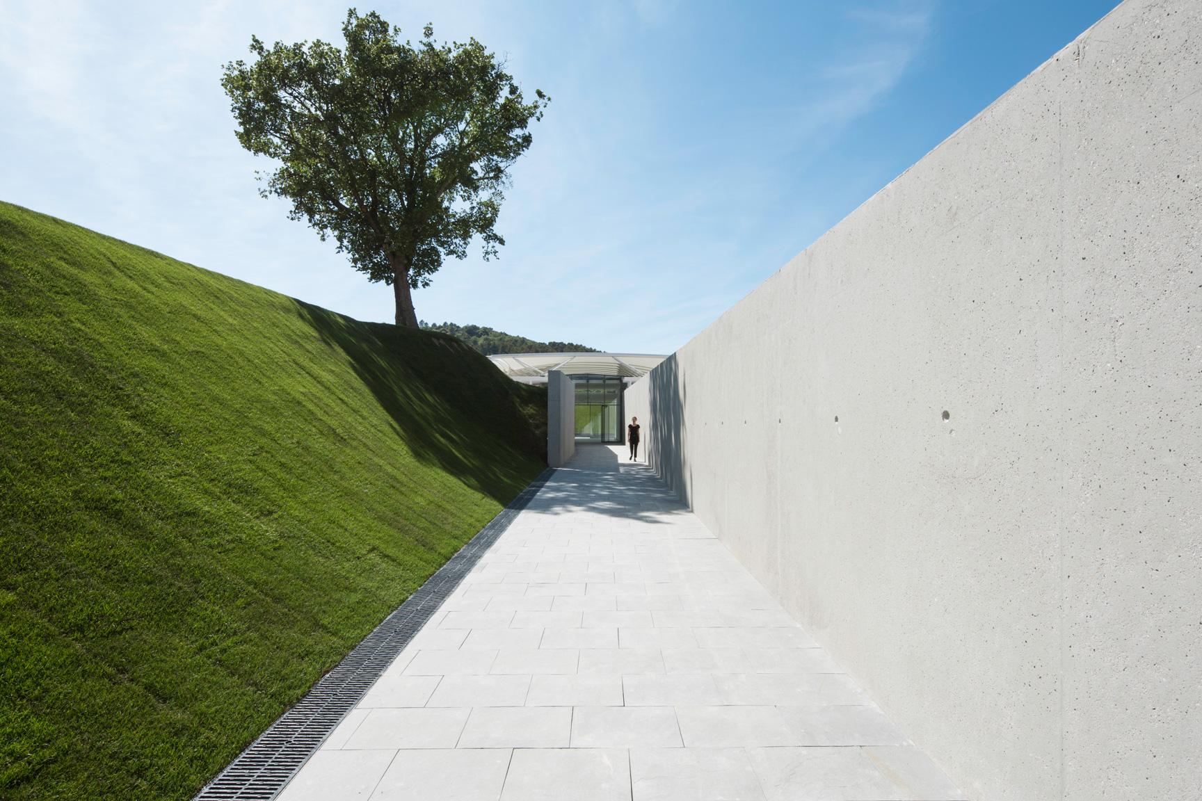 Le pavillon dédié à la photographie de Renzo Piano, dans le domaine du château La Coste. © Stéphane Aboudaram | WE ARE CONTENT(S)