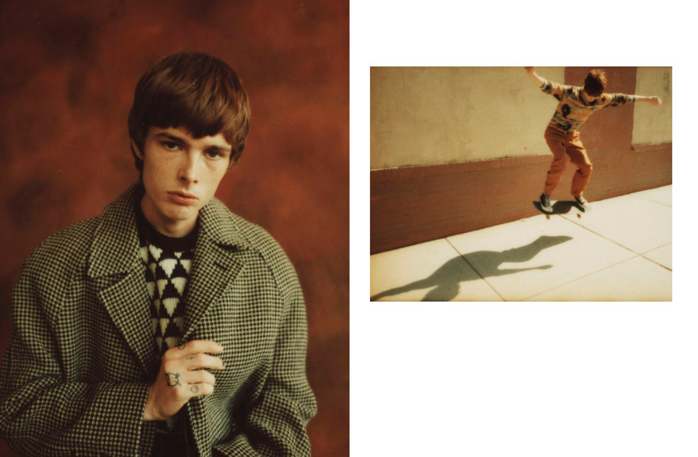 À gauche : manteau en drap de laine pied-de-poule et pull en shetland, CELINE PAR HEDI SLIMANE.  À droite : pull en mohair, ROBERTO COLLINA. Pantalon en laine, LANVIN. Baskets, CONVERSE.