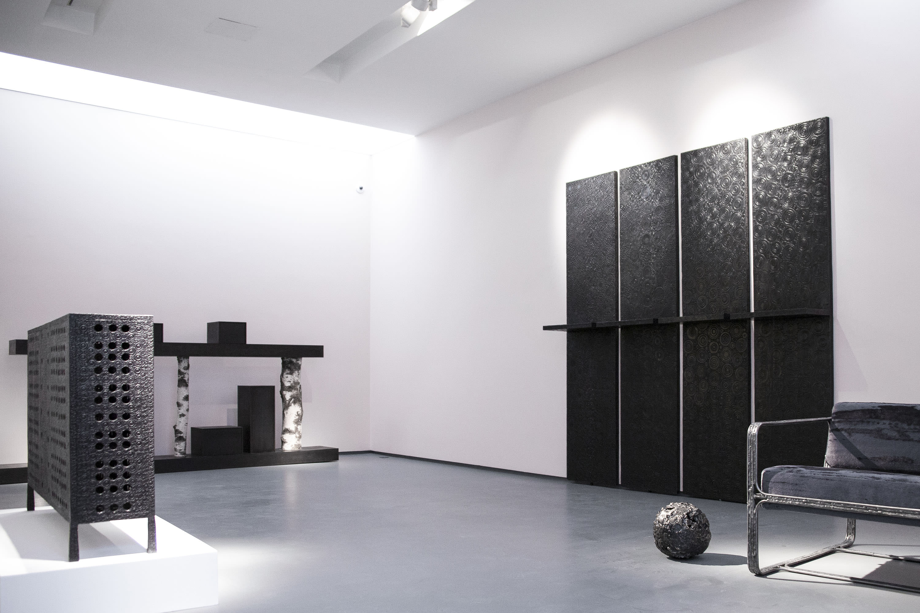 "On the left : Ingrid Donat, ""Buffet Cisco"", 2015, bronze, H87 L141 W28.5 CM  On the right : Andrea Branzi, ""Tree 6B"", 2011, birch and patinated aluminium, H135 L300 W40 CM."