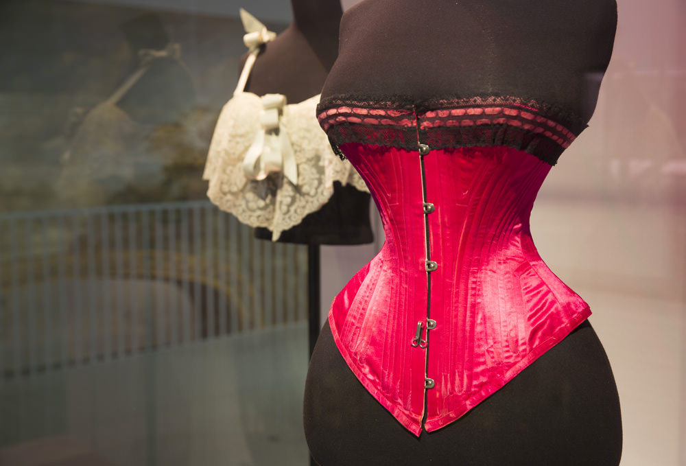 """Exhibition view, Corset, 1890-1895  © Victoria & Albert Museum, London     In 200 articles, the Victoria & Albert Museum in Londonresumes three centuries of underwear: from the corsets and crinolines of the 18th century to the titillating lingerie sold at Agent Provocateur, from the under garments of the 19th century to exceptional pieces by Jean Paul Gaultierand men's underpants designed byPaul Smith.  """"Fashion and underwear are intrinsically linked, a bit like the chicken and the egg (…) and we wanted to explore just that""""explains Susanna Cordner, one of the curators of the exhibition. The event pedagogically retraces our evolving relationship with our bodies and the history of the standards that have shaped it.   And so we learn that the jock strap, men's pants that expose the buttocks completely and are particularly popular in gay pornography, was invented in 1887 in the USA for cyclists. And that 18th century women didn't even wear knickers or boxers, but diaphanous shirts against their bare skin.  A host of photos, publicity campaigns and fashion archives complete the exhibition.   Undressed: A Brief History of Underwear Victoria & Albert Museum Cromwell Road,London, SW7 2RL Until March 12th 2017"""