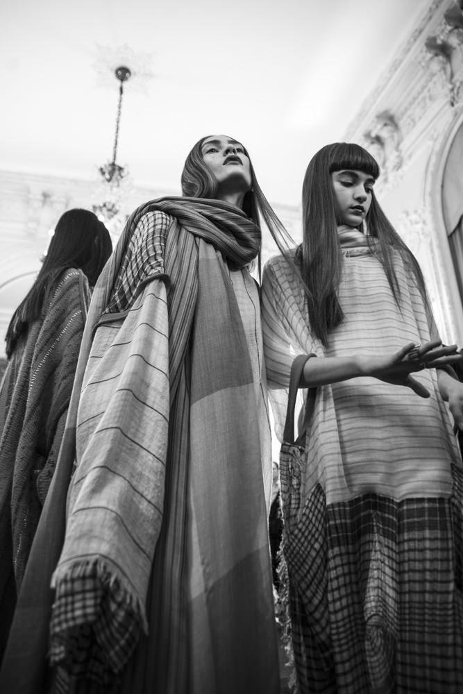 Backstage : le défilé Acne Studios printemps-été 2017 vu par Mehdi Mendas