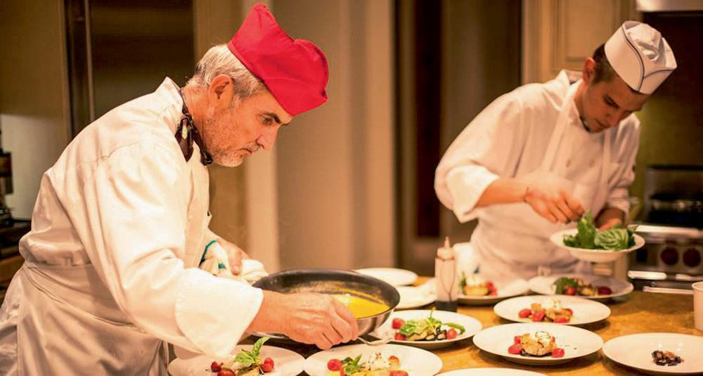 Restaurant ANGELINI OSTERIA Angelini fait partie de ces restaurants très classiques qui ne déçoivent jamais. La cuisine italienne est attendue, mais toujours juste. On retrouve les plats qu'on aime : du risotto aux fruits de mer à l'escalope milanaise. 7313 BEVERLY BOULEVARD, LOS ANGELES.